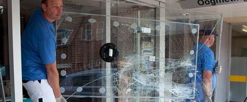 Glaszetters verwijderen kapot glas